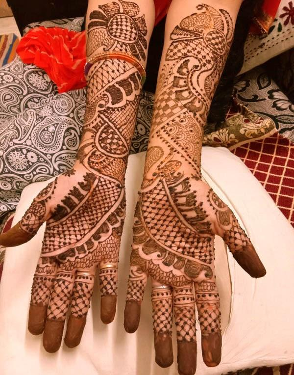 A lovely full hand mehndi